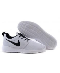 Nike Roshe Run Weiß / schwarz Trainersneakers