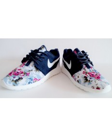 Nike Roshe Run Trainer schuhe Lovers Nachtblau / Blumen druck