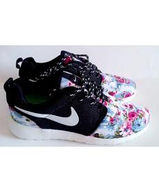 Nike Roshe Run Trainer sneakers Lovers Schwarz / Weiß / Blumen -Druck